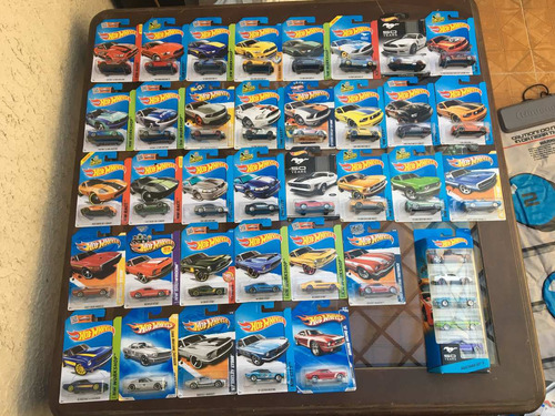 lote de hot wheels mustang / shelby  40 autos (35 + 5) 1:64
