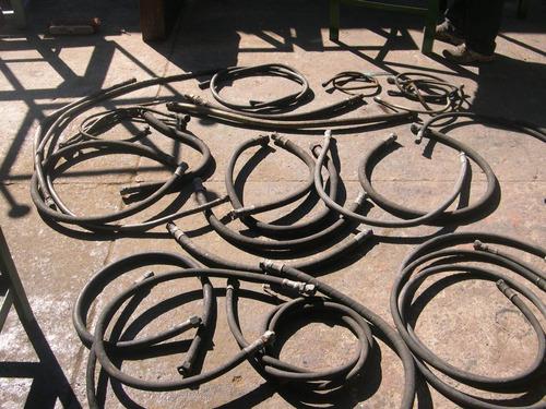 lote  de  mangueras  industriales  con  conectores