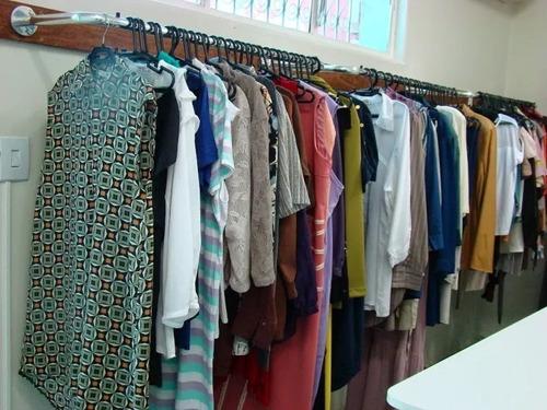 lote de roupas 1ª seminovas p brecho 68 peças fretes gratis