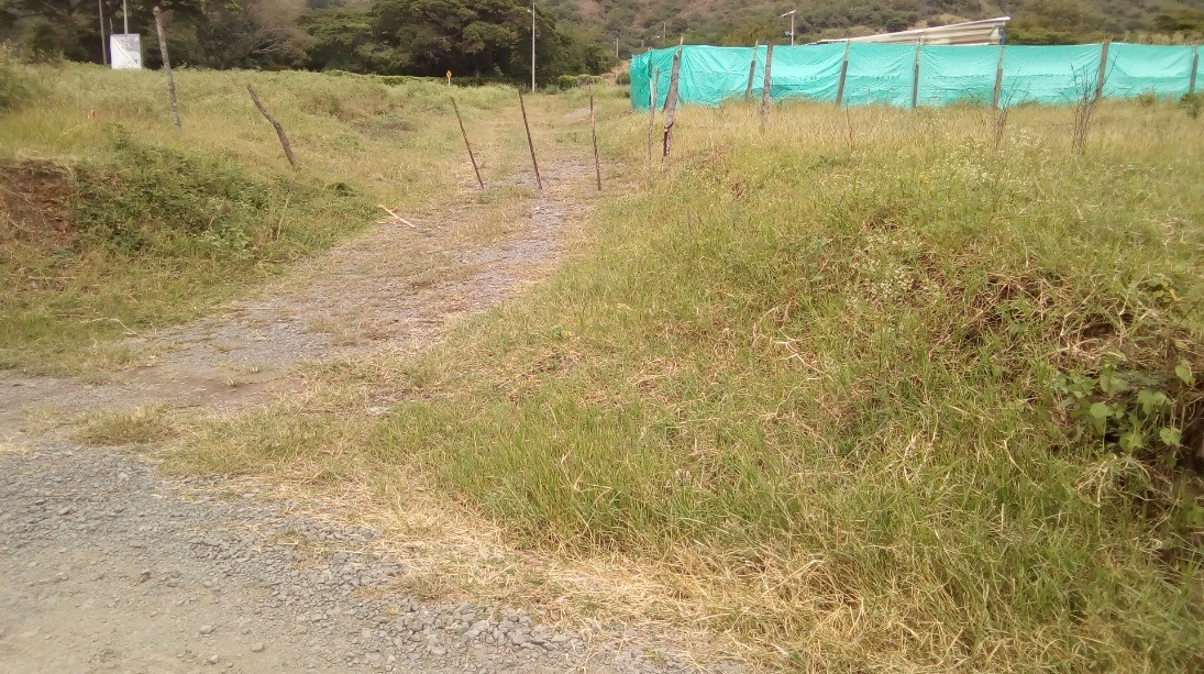 lote de terreno esquinero urbanizado con servicios públicos