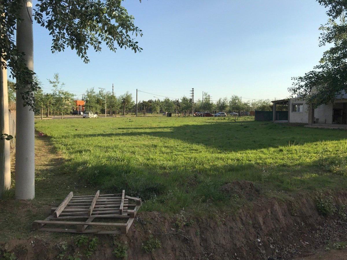 lote en  barrio abierto tierra de sueños 3. roldan. sector b