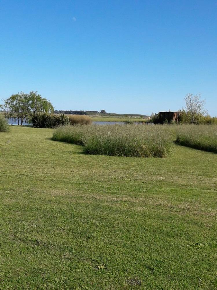 lote en  barrio de chacras laguna vitel