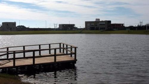 lote en exclusivo barrio privado los troncos frente al lago