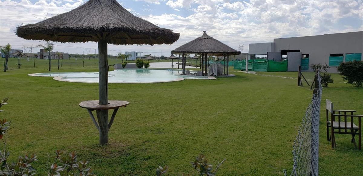 lote en importante country spa - canning - vista a la laguna