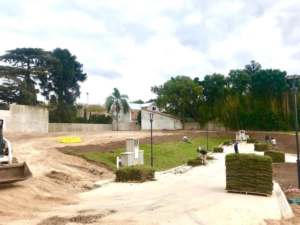 lote en san isidro con vista al río en barrio cerrado.