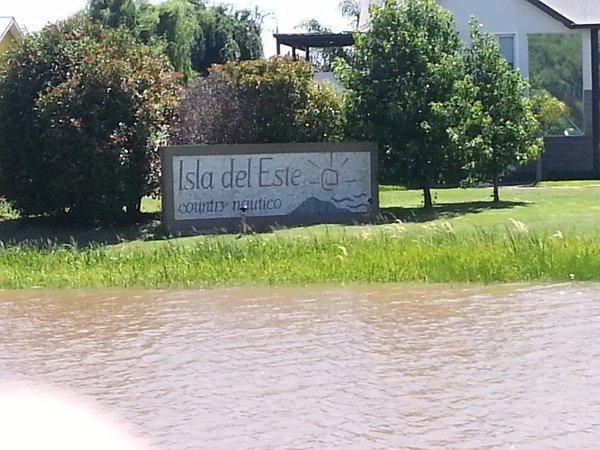 lote en venta al agua en isla del este - delta tigre usd 64.000.-