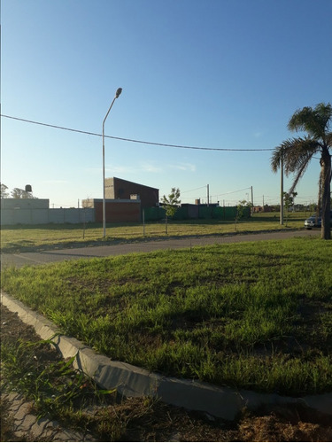 lote es esquina sobre bv principal - tds puerto san martin - excelente ubicacion