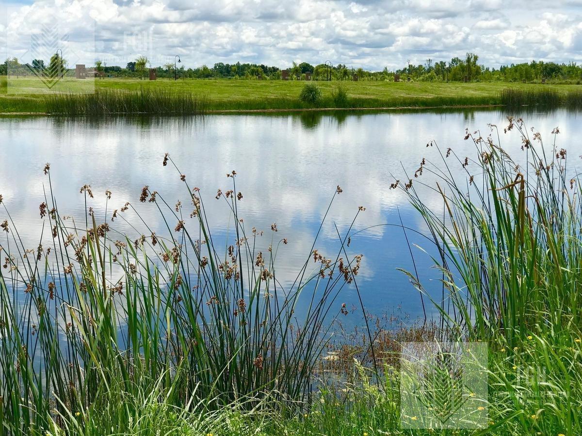 lote laguna central con excelente espejo de agua!!