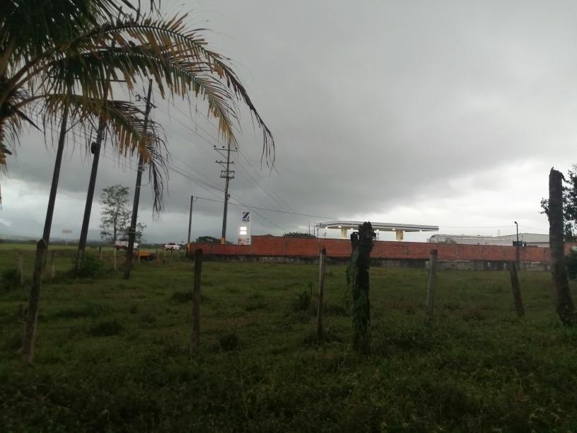 lote, media hectárea,2 kilómetros de acacias via guamal