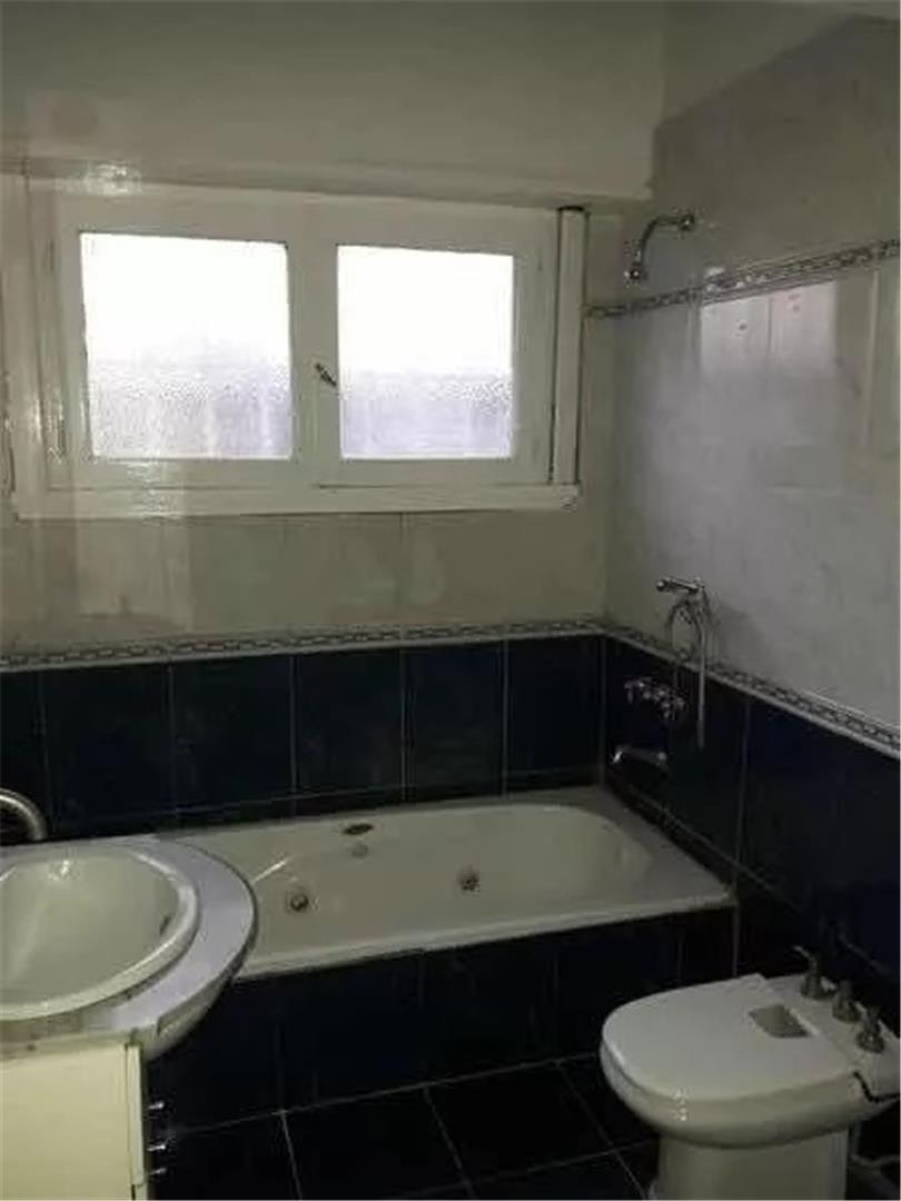 lote propio 3 baños a una cuadra de la avenida