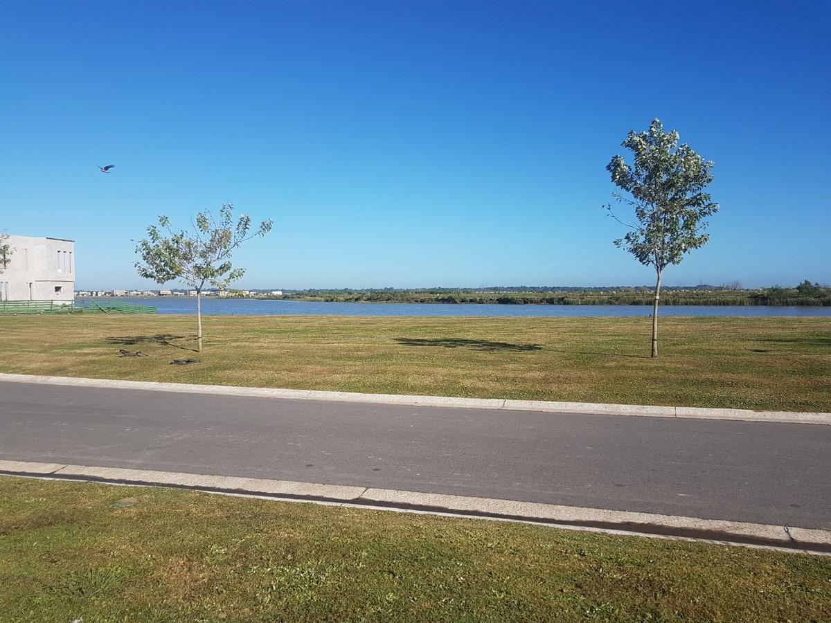 lote puertos del lago muelles