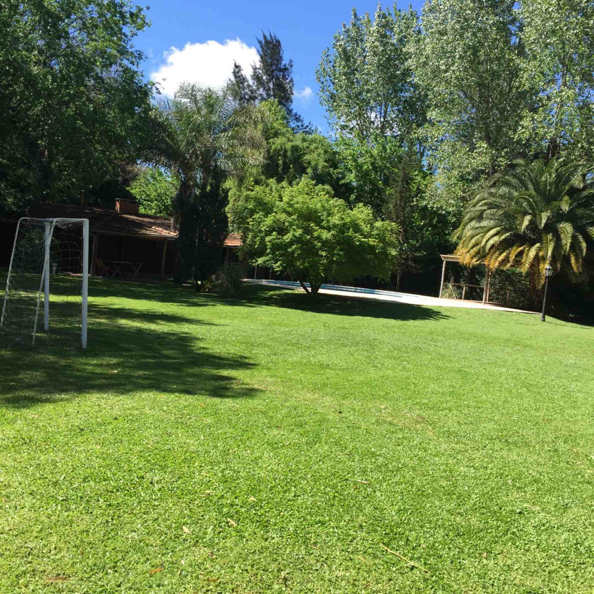 lote quincho con piscina baño 1570 mts parque gorriti