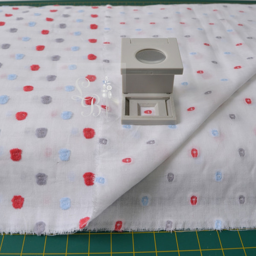 lote tecido cambraia branca 9,0m x larg 1,50m bolinhas