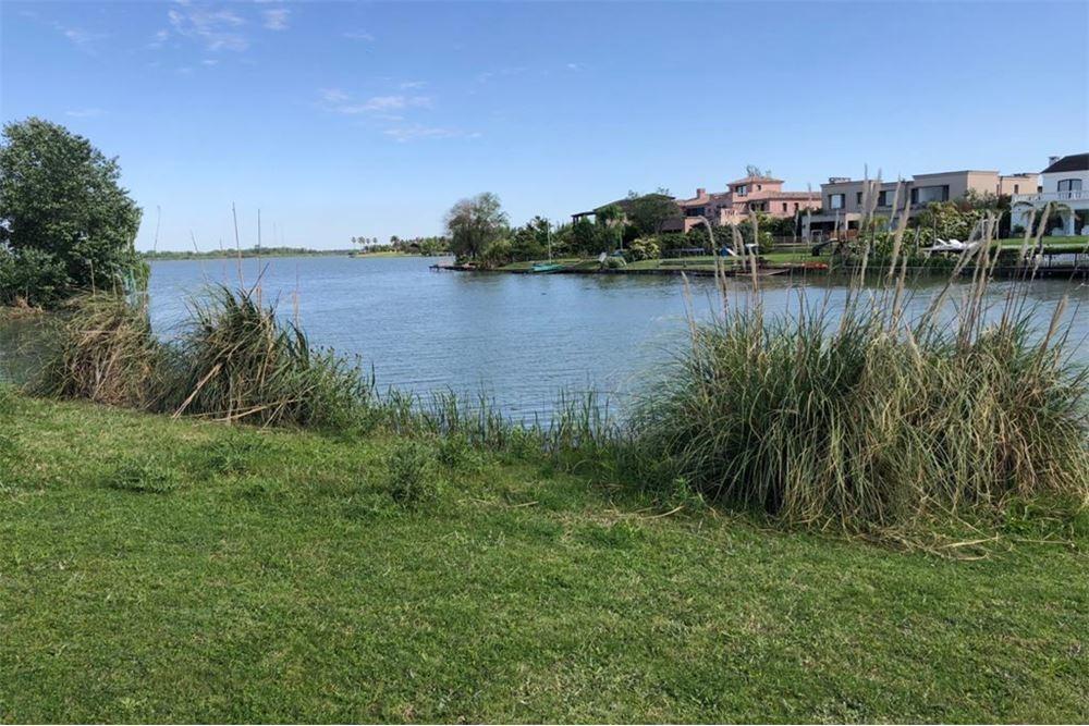 lotes al lago  en castores 1.