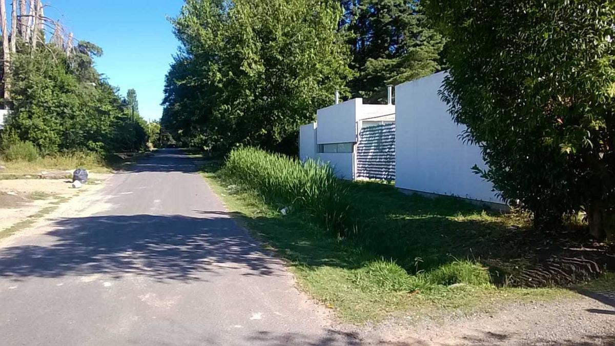 lotes en ph en barrio semi-cerrado - en 11 bis y 600