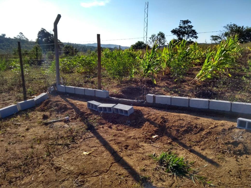 lotes planos de 1004 m2 c/ fácil acesso com água e luz je
