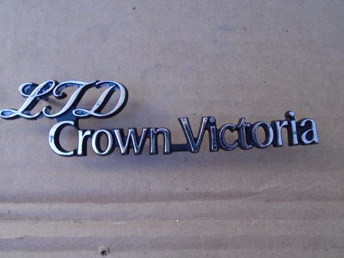 ltd crown victoria, emblema original.. usado y original