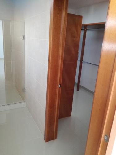 lucepolis 3 rec. 2.5 baños en privada, vigilancia 24hrs