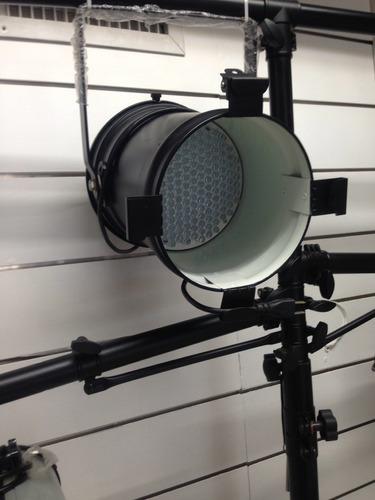 luces par64 y efectos dmx para escenarios