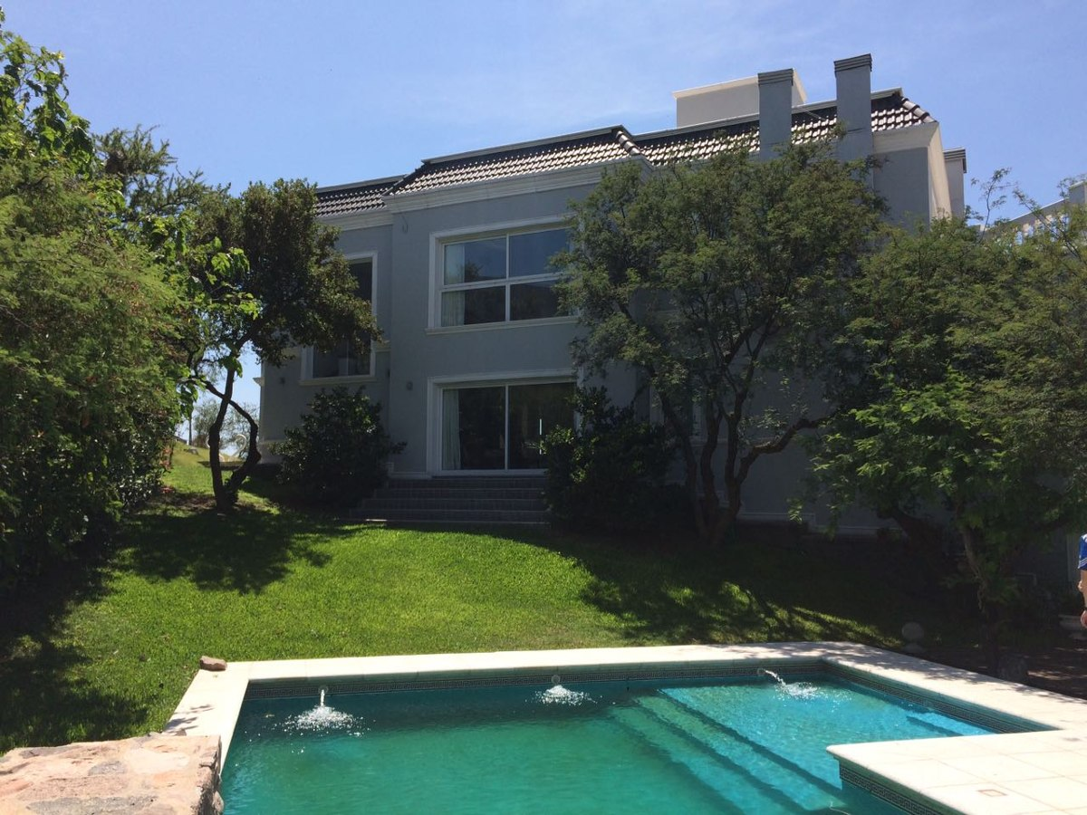 lujosa casa a la venta, barrio privado la cuesta, la calera