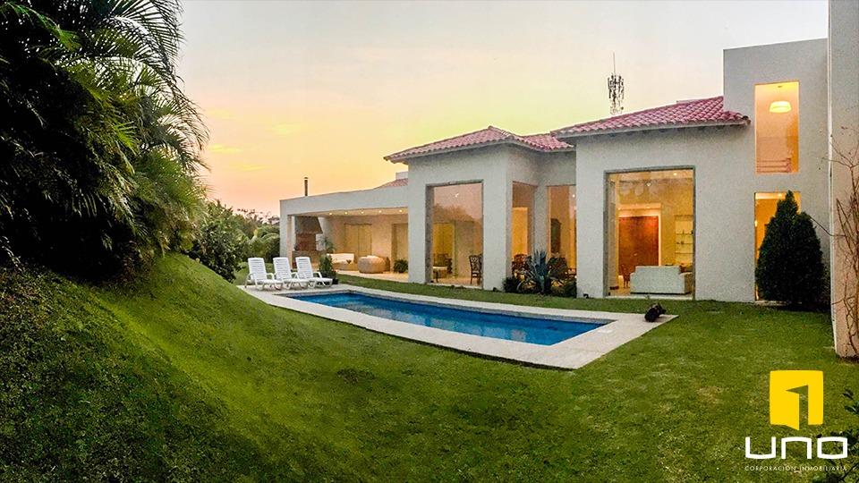 lujosa residencia en cond colinas del urubo ii
