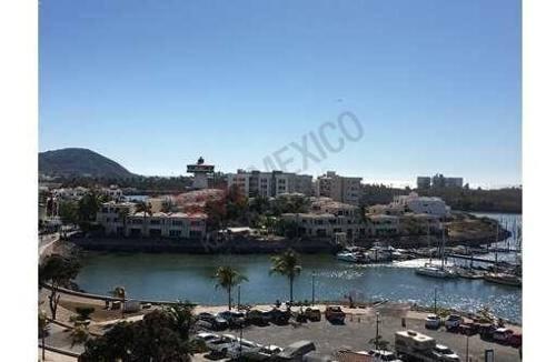 lujoso condominio en marina mazatlán