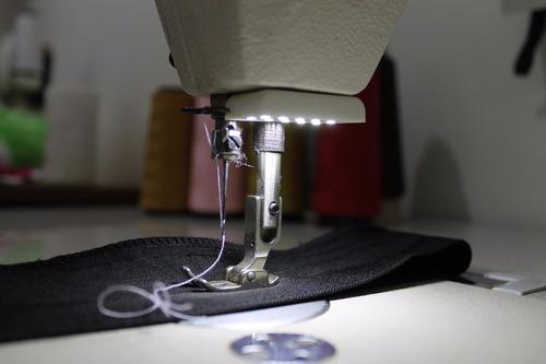 luminaria de 6 led dupla maquina costura  reta galoneira