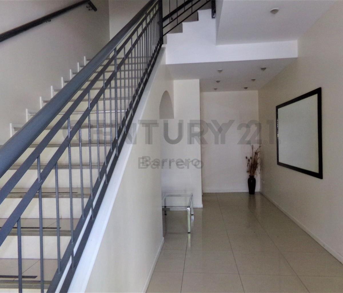 luminoso y moderno monoambiente con amplio balcon en piso 4 contrafrente