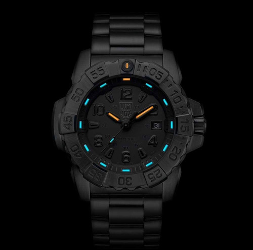 luminox navy seal blackout diver's 200 m steel xs.3252.bo