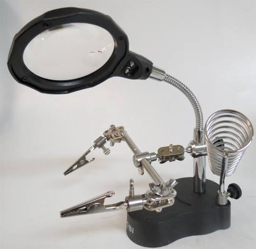 lupa redonda con base y caimanes de 65 mm con luz led 3-12x