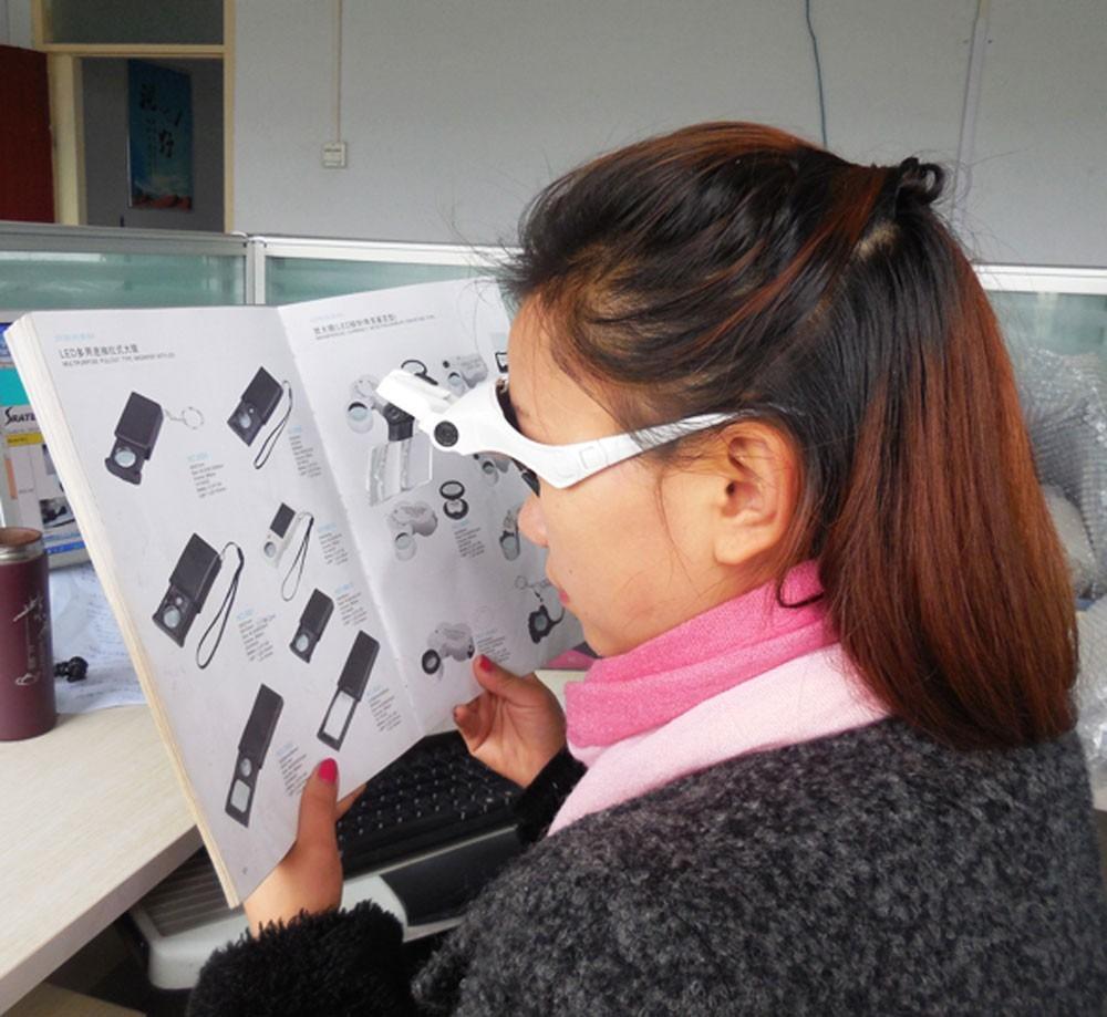 4cbad21c1 lupa tipo óculos lentes intercambiáveis até 3.5x 2 leds b1. Carregando zoom.