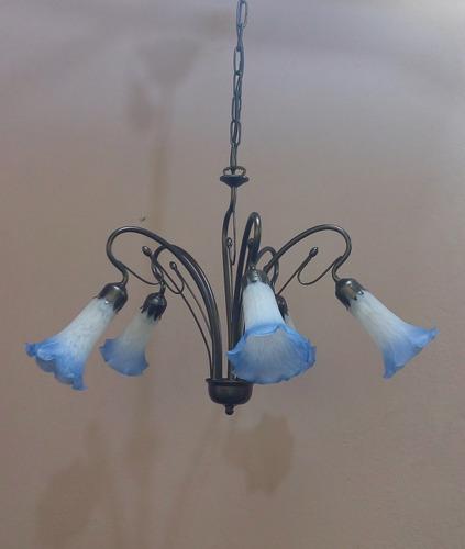 lustre com 5 tulipas lirio  branco com borda azul cod sg1017