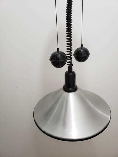 lustre com pêndulo regulável
