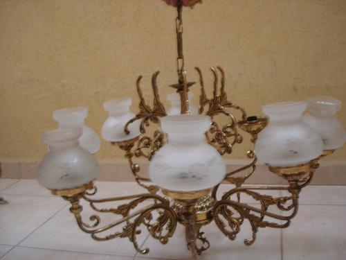 lustre de bronze e opalina com 8 braços e 8 lampadas