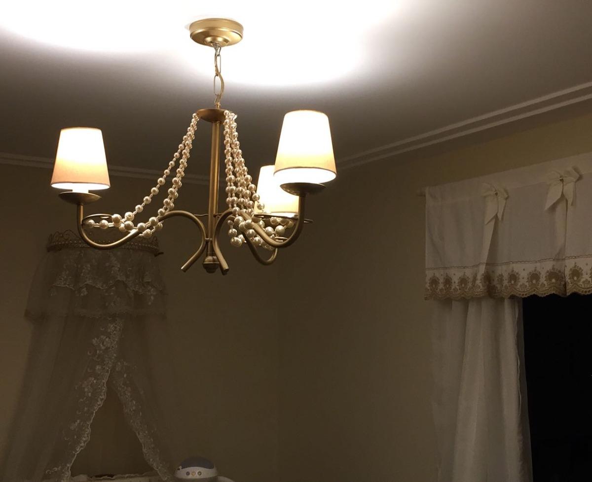 Resultado de imagem para Lustre com acabamento dourado no quarto