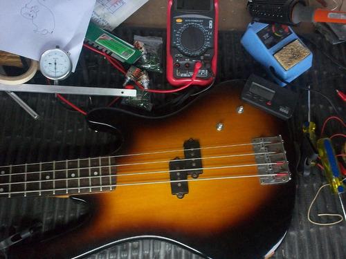 luthier calibracion instrumentos musicales guitarras y bajos