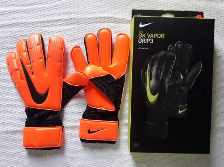 4a2661b9e4 Luva De Goleiro Nike Vapor Tamanho 10 Orange - R  210