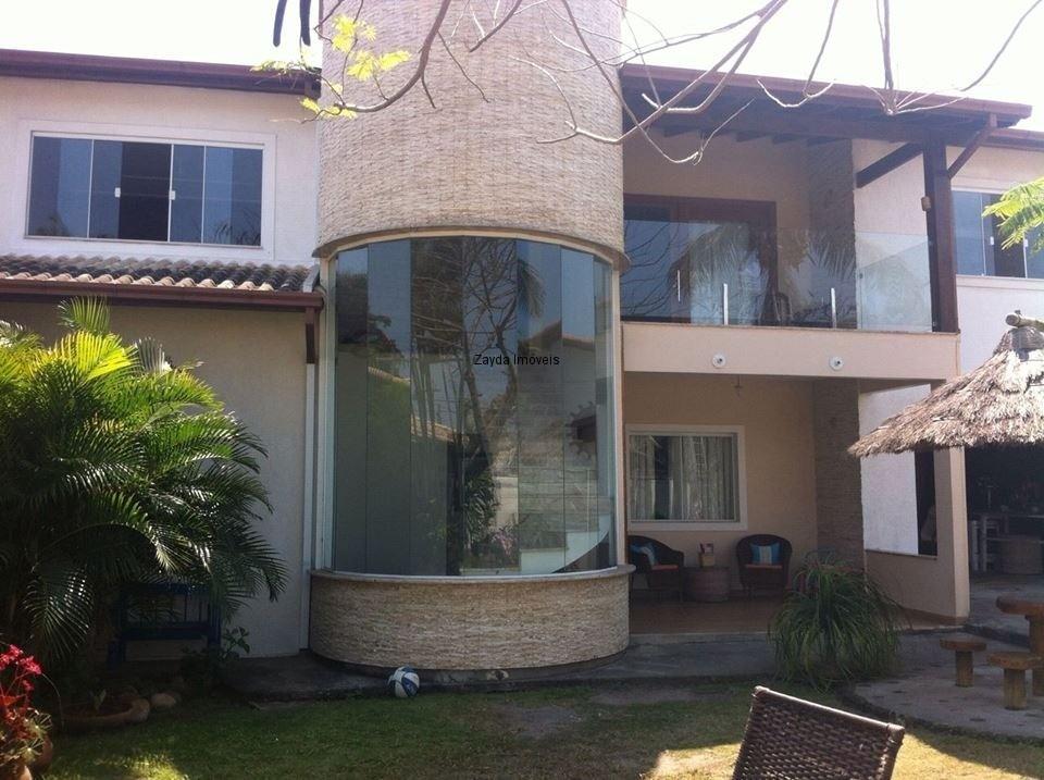 luxuosa casa duplex, finamente decorada e com requinte, na melhor localização de barra de são joão, centro na quadra da praia.