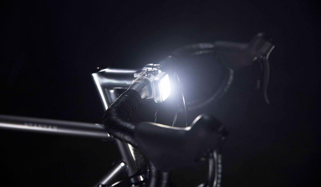 298dae4c5 luz delantera para bicicleta knog blinder mob four eyes. Cargando zoom.