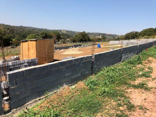 m 1000 m² de área para construir sua chácara com portaria