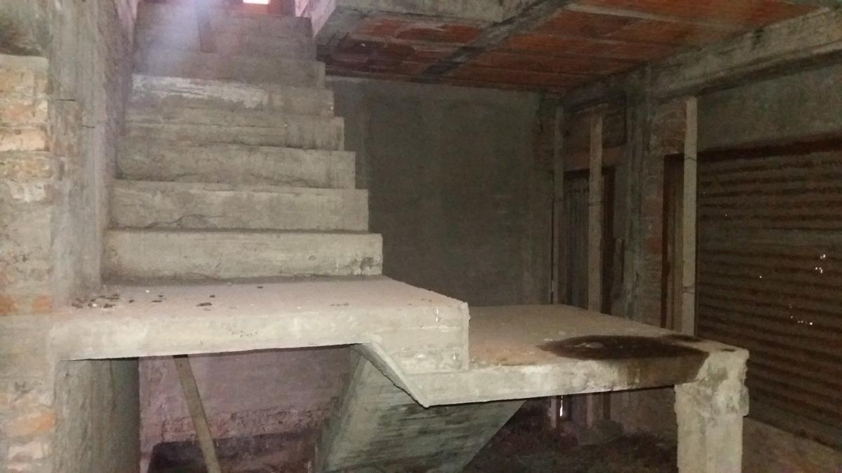 mármol, entre sarratea y pampa. vivienda en construcción