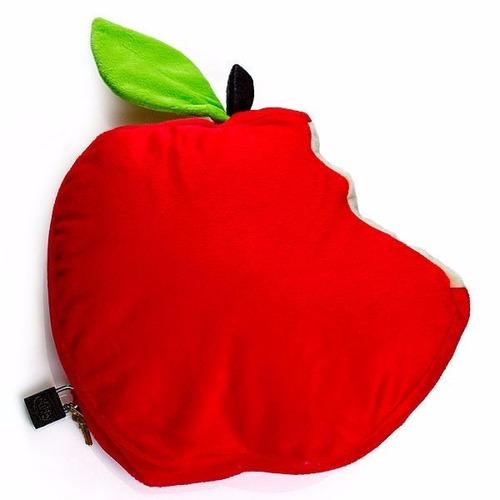 maçã mordida em pelúcia com compartimento secreto