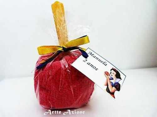 maça do amor vermelha e coloridas e chocolate