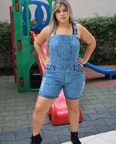 80fa9428c3 Macacão Jardineira Short Jeans Plus Size Com Aquela Lycra