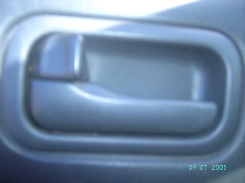 maçaneta interna traseira esquerda nissan maxima v6 3.0