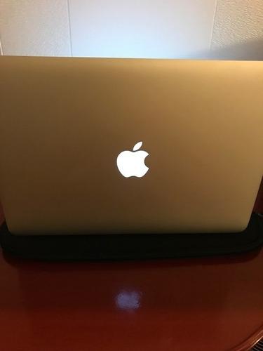 macbook air 13  inch, en muy buen estado con funda.