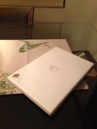 macbook intel core 2 duo, 2ghz, 160gb, 2.5 ram. impecable!