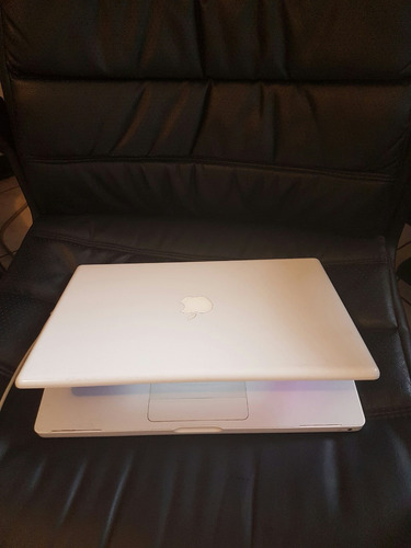 macbook pro blanca 4 ram 500 disco duro