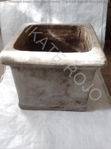 maceta cemento cuadrado con borde 26x28x28 interno usada