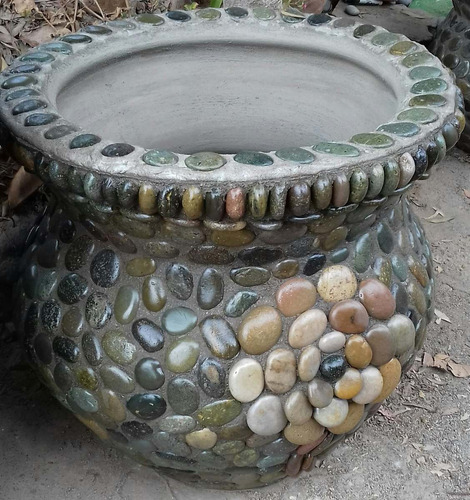 maceta con piedra para plantas